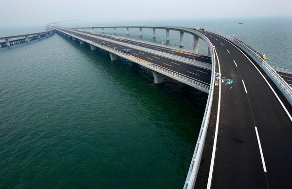 افتتاح أطول جسر في العالم بالصين ( بالصور و الفيديو ) 717422608.jpg