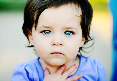 دفن طفله حيا.. لان عيونه زرقاء ولا يشبه اشقائه 642448923.jpg