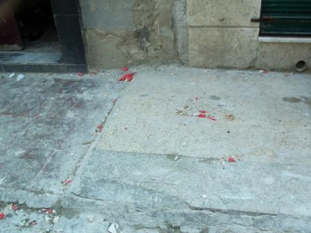 """مقتل طفل سقط على رأسه حجر من بناء مخالف يملكه شخص يدعي انه """" صحفي"""" في حلب"""