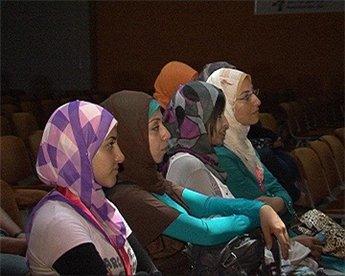 شابات من غزة   يعبرن  إلى  عالم   السينما  .. 366154507