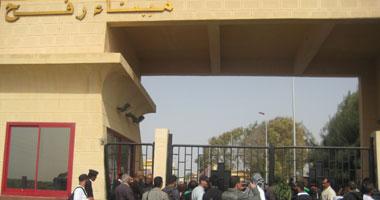 عبور 1200 فلسطينى معبر رفح لأداء عمرة رمضان
