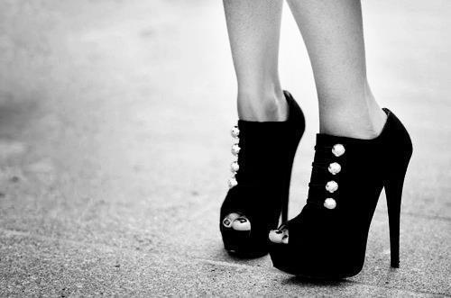 أجمل الأحذية ^_^ 875381821.jpg