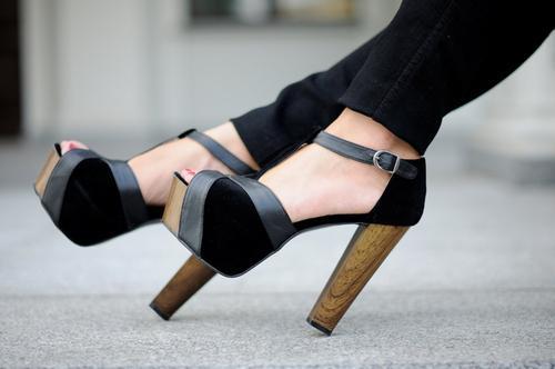 أجمل الأحذية ^_^ 905047947.jpg