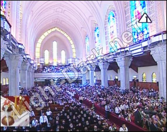 شاهد صورة من اعلى نقطة داخل الكاتدرائية واعداد الحضور 651876306
