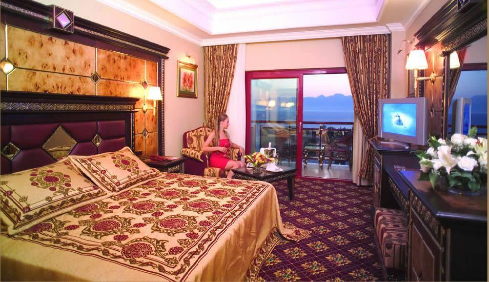 Club Hotel Sera 279877957