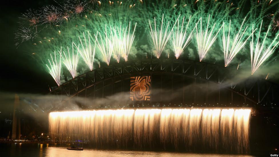 838493659 شاهد صور احتفالات راس السنة الميلادية 2014 فى دبى و برج خليفة