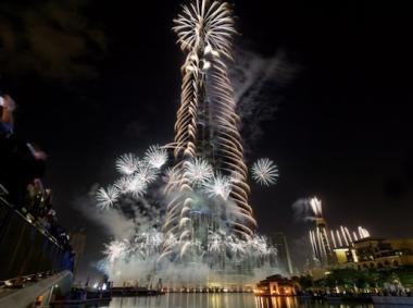 985816296 شاهد صور احتفالات راس السنة الميلادية 2014 فى دبى و برج خليفة