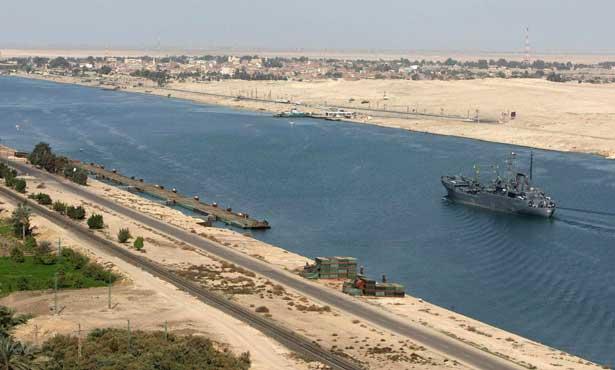 الحكومة المصرية تغلق قناة السويس 884730923.jpg