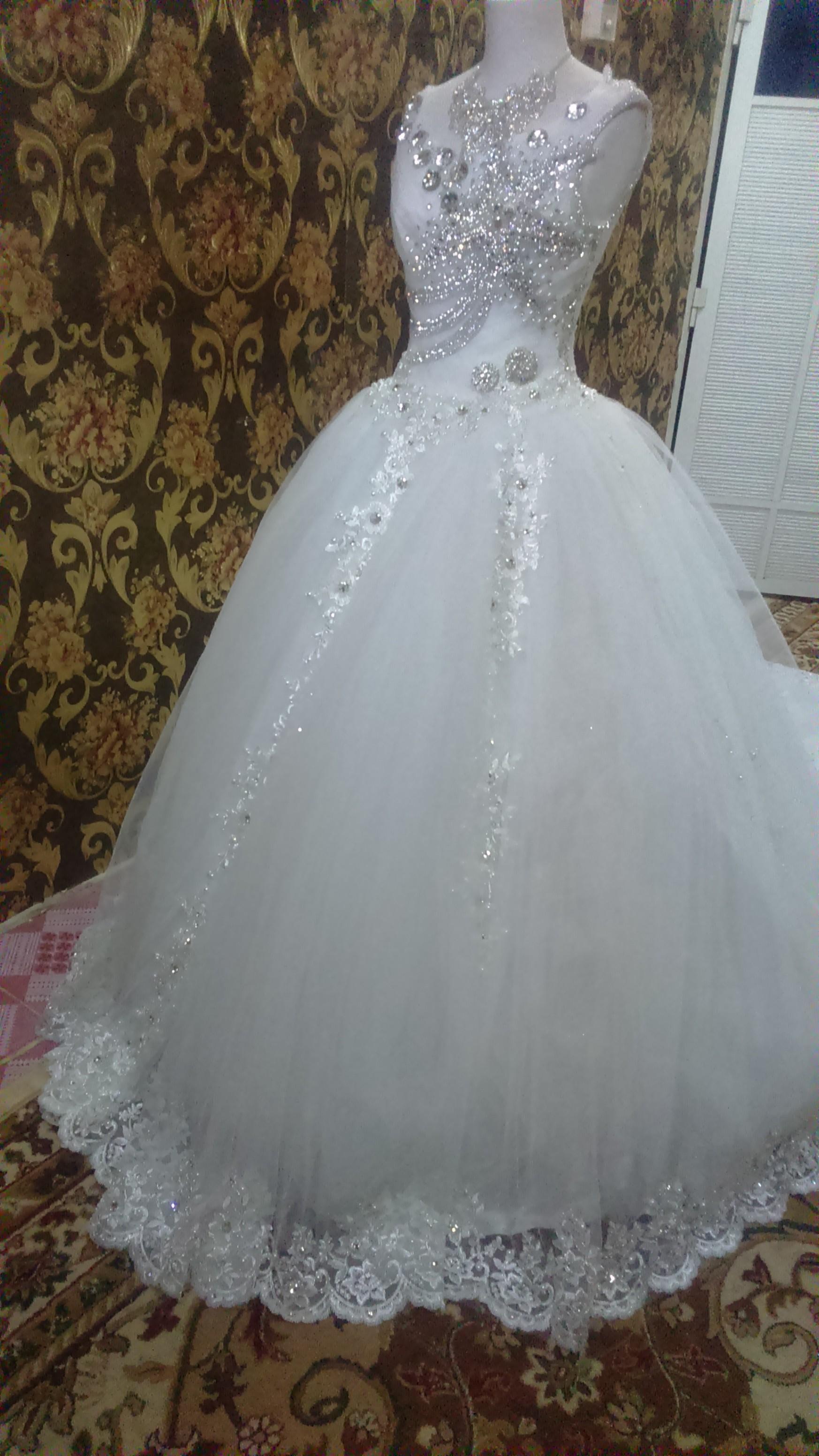 4405f514a056f الموضوع  فساتين زفاف جديدة للبيع