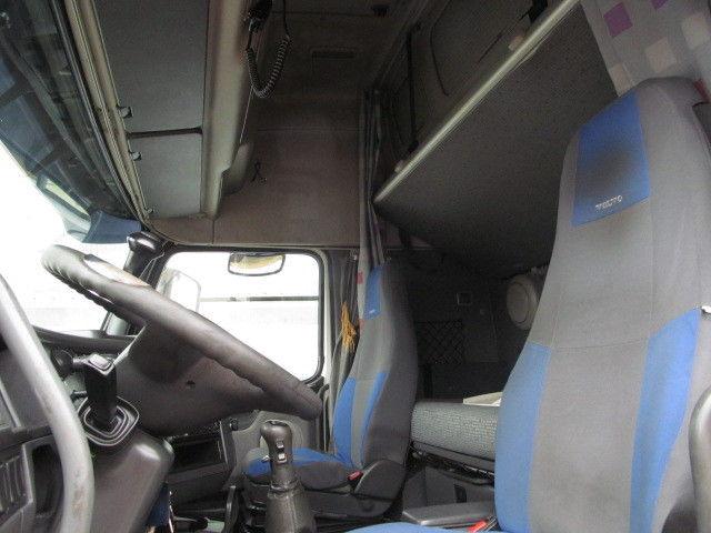للبيع شاحنة فولفو موديل 2006