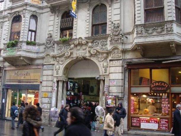 أشهر فنادق منطقة تقسيم بإسطنبول 404241384.png
