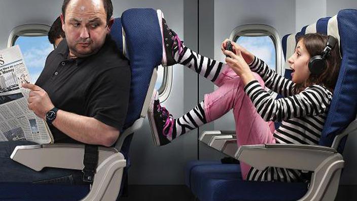 طفلة تتمكن من ركوب طائرة بلا تذكرة في مطار برتراند ستامبلى